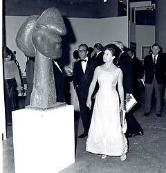 The EARL OF SNOWDON and HRH PRINCESS MARGARET at a Picasso exhibition at The Tate, London in June 1967.