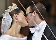 Sweden's Crown Princess Victoria and Daniel Westling kisses as they leaves their wedding ceremony in Stockholm on June 19, 2010. AFP PHOTO / DANIEL SANNUM LAUTEN