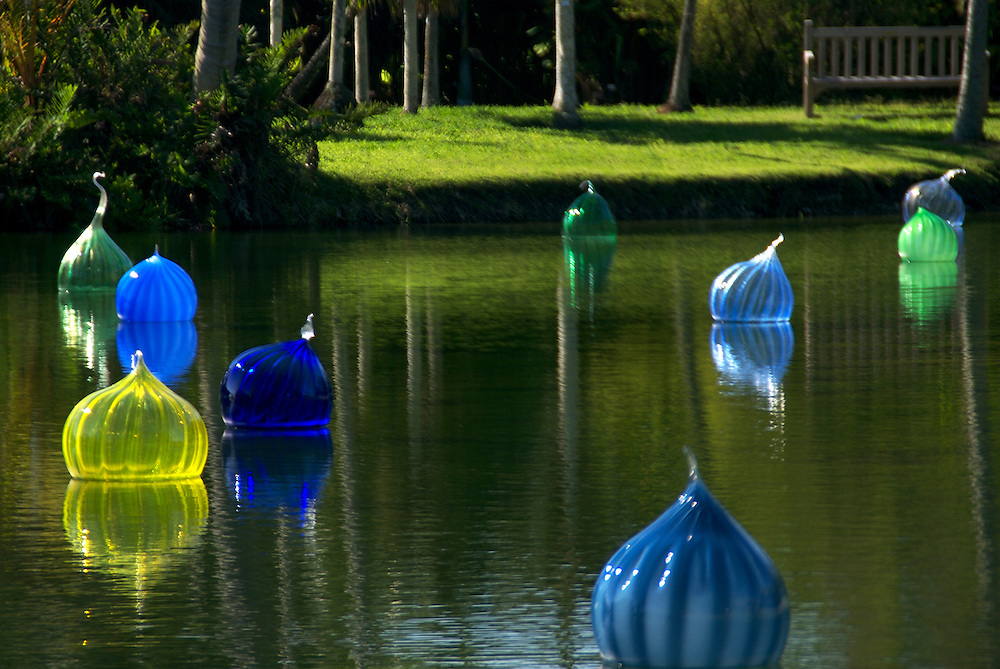 """Dale Chihuly 2007 Exhibition in Fairchild Tropical Gardens In Miami, Chihuly call this """"Wallas Wallast"""", Dale Chihuly is recognized artist for his work with glass."""