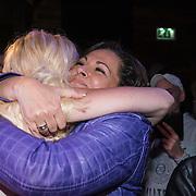NLD/Amsterdam/20140325 - Boekpresentatie Bobbi Eden, omhelst haar zus