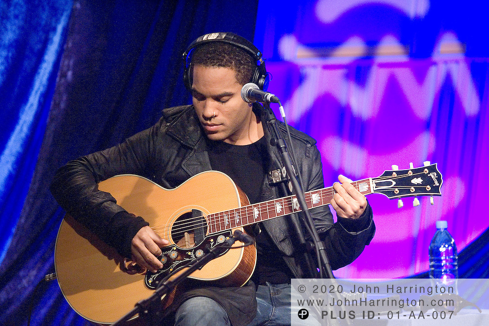 Performing Artist Lenny Kravitz performs at XM on Wednesday September 22, 2004.