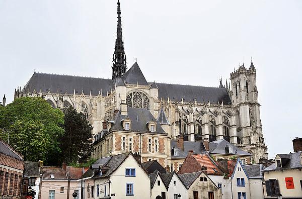 Frankrijk, Amiens, 13-5-2013Exterieur van de gothische kathedraal uit de 13e eeuw, gezien vanuit de oude wijk Saint, st. Leu.Foto: Flip Franssen/Hollandse Hoogte