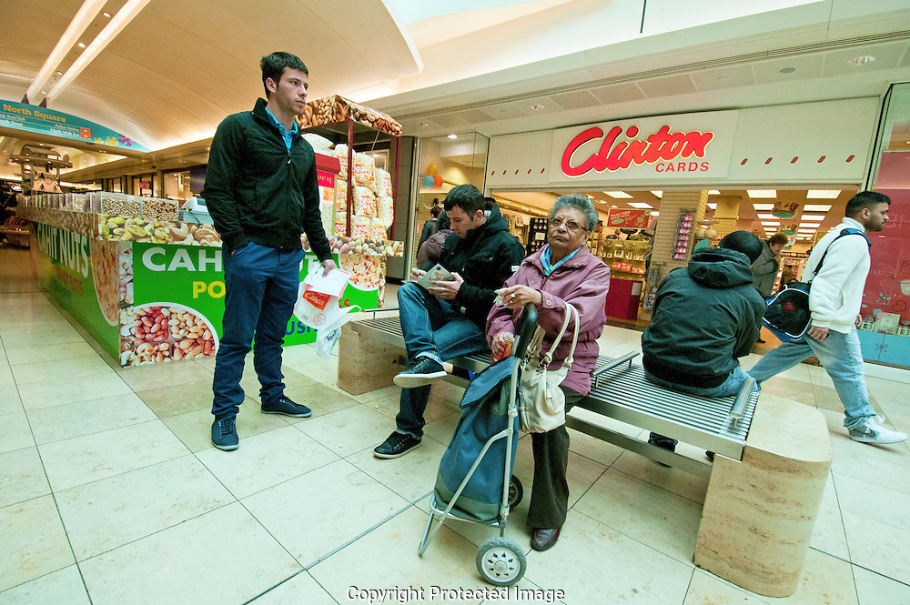People shopping in bargain £1 ponnd shop