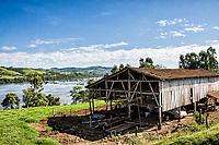 Paisagem rural com Rio Uruguai ao fundo. Águas de Chapecó, Santa Catarina, Brasil. / <br /> Rural landscape with Uruguai River in the background. Águas de Chapecó, Santa Catarina, Brazil.
