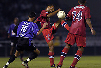 Fotball<br /> Frankrike 2004/05<br /> Istres v Paris Saint Germain<br /> 11. september 2004<br /> Foto: Digitalsport<br /> NORWAY ONLY<br /> EDOUARD CISSE (PSG) / RAFIK SAIFI (IST)