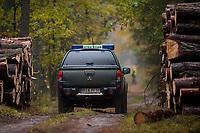 Puszcza Knyszynska, 22.20.2016. N/z samochod Strazy Lesnej na patrolu fot Michal Kosc / AGENCJA WSCHOD