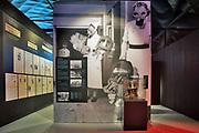 Nederland, Groesbeek, 24-2-2020 Iinterieur nationaal vrijheidsmuseum, voorheen het bevrijdingsmuseum. Sinds enkele maanden in hun nieuwe gebouw . Het duurzame gebouw heeft een sterke gelijkenis met een enorme parachute. Deze herinnert aan de dropping van duizenden Amerikaanse parachutisten op de landingsterreinen langs de Wylerbaan en op Klein Amerika in Groesbeek op 17 september 1944 tgv operatie Market Garden en aan het grote Rijnlandoffensief op 8 februari 1945. Foto: Flip Franssen