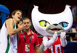 Bostjan Nachbar of Slovenia talks to Slovenian fans after  the Preliminary Round - Group B basketball match between National teams of Slovenia and Iran at 2010 FIBA World Championships on September 2, 2010 at Abdi Ipekci Arena in Istanbul, Turkey. (Photo By Vid Ponikvar / Sportida.com)