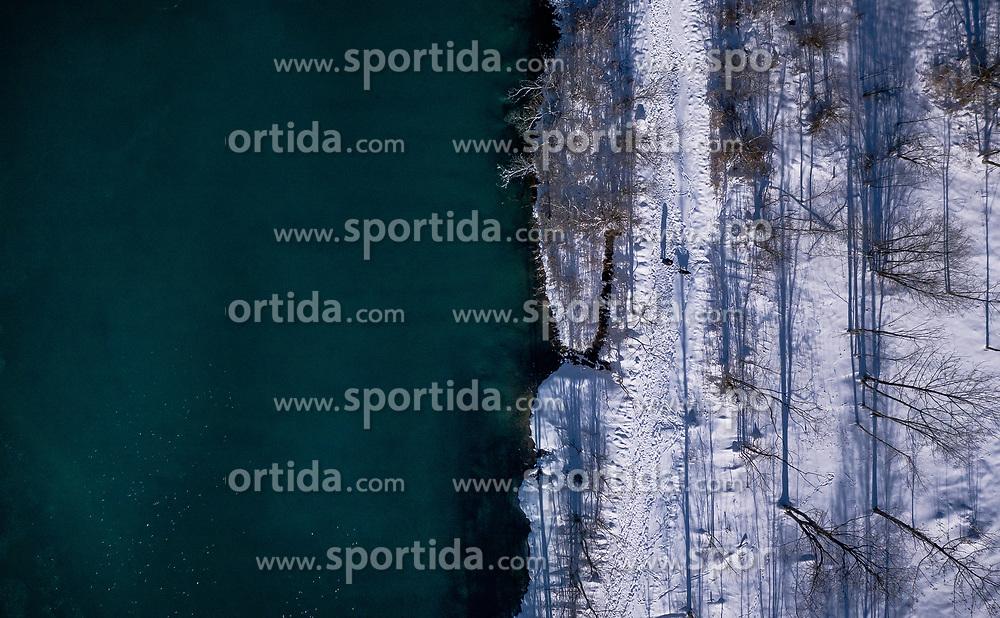THEMENBILD - Blick auf den Klammsee und sein Ufer mit Schnee bedeckt, aufgenommen am 16. Januar 2019 in Kaprun, Oesterreich // View of the Klammsee and the shore covered with snow in Kaprun, Austria on 2019/01/15. EXPA Pictures © 2019, PhotoCredit: EXPA/ JFK
