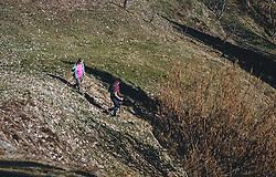 19.03.2020, Piesendorf, AUT, tägliches Leben mit dem Coronavirus, im Bild ein Paar wandert mit Stöcken auf einem sonnigen Wald- und Wiesenweg. Für ganz Österreich wurde eine Ausgangsbeschränkung der Bundesregierung ausgesprochen. //a couple walks with sticks on a sunny forest and meadow path. The Austrian government is pursuing aggressive measures in an effort to slow the ongoing spread of the coronavirus, Piesendorf, Austria on 2020/03/19. EXPA Pictures © 2020, PhotoCredit: EXPA/ Stefanie Oberhauser