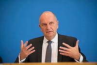 DEU, Deutschland, Germany, Berlin, 19.10.2018: Brandenburgs Ministerpräsident Dr. Dietmar Woidke (SPD) in der Bundespressekonferenz zu den Erwartungen an die Arbeit der von der Bundesregierung eingesetzten Kommission Wachstum, Strukturwandel und Beschäftigung.