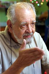 O fotógrafo Baru derquin durante uma conversa no café. FOTO: Jefferson Bernardes/Preview.com