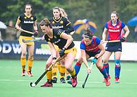 BILTHOVEN  - Hockey -  1e wedstrijd Play Offs dames. SCHC-Den Bosch (0-1).  Rosa Fernig (Den Bosch)  met rechts Charlotte Stapenhorst (SCHC).  COPYRIGHT KOEN SUYK