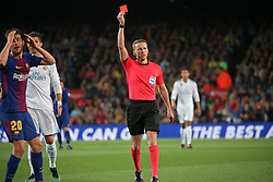 May 6, 2018 - Barcelona, Catalonia, Spain - referee Hernandez Hernandez shows a red card to Sergi Roberto during the match between FC Barcelona and Real Madrid CF, played at the Camp Nou Stadium on 06th May 2018 in Barcelona, Spain.  Photo: Joan Valls/Urbanandsport /NurPhoto. (Credit Image: © Joan Valls/NurPhoto via ZUMA Press)