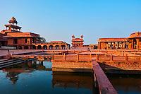 Inde, état de l'Uttar Pradesh, Fatehpur Sikri, ancienne capitale de l'empire moghol, classée Patrimoine Mondial de l'UNESCO, cour de Pachhisi, bassin Anup Talao // India, Uttar Pradesh, Unesco World heritage, Fatehpur Sikri, Anup Talao water bassin