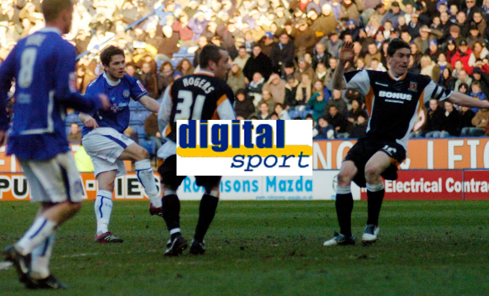 Photo: Leigh Quinnell.<br /> Leicester City v Hull FC. Coca Cola Championship. 04/03/2006. Leicesters Joey Gudjonsson fires in his second goal.