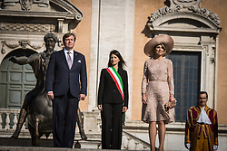 June 20, 2017 - Rome, Italy, Italy - King Willem-Alexander of The Netherlands, Queen Maxima of The Netherlands and Mayor of Rome Virginia Raggi pose in the front of the Campidoglio after their visit to the mayor during the first day of a royal state visit to Italy at on June 21, 2017 in Rome, Italy. (Credit Image: © Andrea Ronchini/NurPhoto via ZUMA Press)