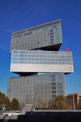 Nederland, Amsterdam, 12-12-2019 Hotel, nhow, nhow-hotels bij het station Rai, gebouwd onder architectuur van OMA architecten. Rem Koolhaas. FOTO: FLIP FRANSSEN