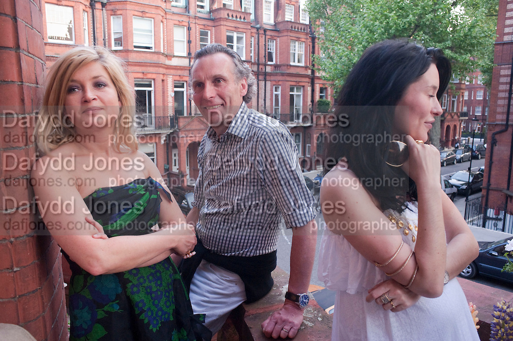 BABETTE PERENO; ROBERT PERENO; JASMINE LENNARD, Drinks party hosted by Basia Briggs. Sloane Gdns. London. 24 May 2010. -DO NOT ARCHIVE-© Copyright Photograph by Dafydd Jones. 248 Clapham Rd. London SW9 0PZ. Tel 0207 820 0771. www.dafjones.com.