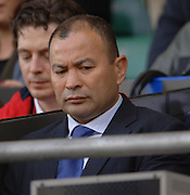 2005 Rugby, Investec Challenge, England vs Australia, Wallabies National Coach Eddie Jones, studies the monitor, prior to the start of the game.  RFU Twickenham, ENGLAND:     12.11.2005   © Peter Spurrier/Intersport Images - email images@intersport-images..