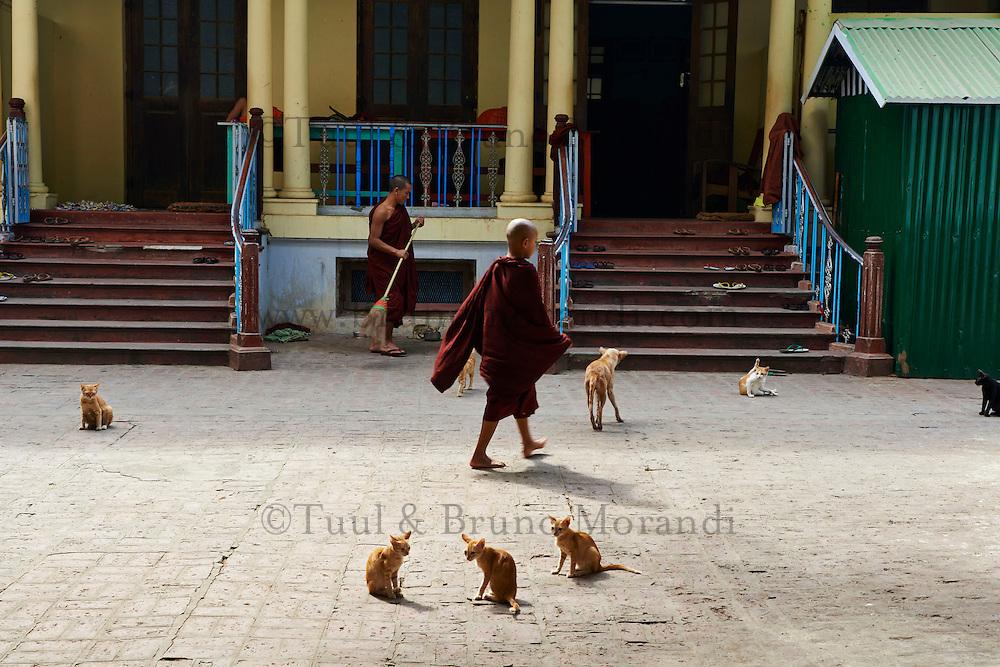 Myanmar (ex Birmanie), Mandalay, Amarapura, monastere de Kyaung Maha Ganayon // Myanmar (Burma), Mandalay, Amarapura, Kyaung Maha Ganayon monastery