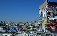 Manhattan Skyline.  . seen  from Phun factory, artist condos in Long island city  New York - United States /  Manhattan panorama. Skyline.  . vue depuis Phun factory, entrepôts récupéré par les artistes; long island city Queens  New York - Etats Unis