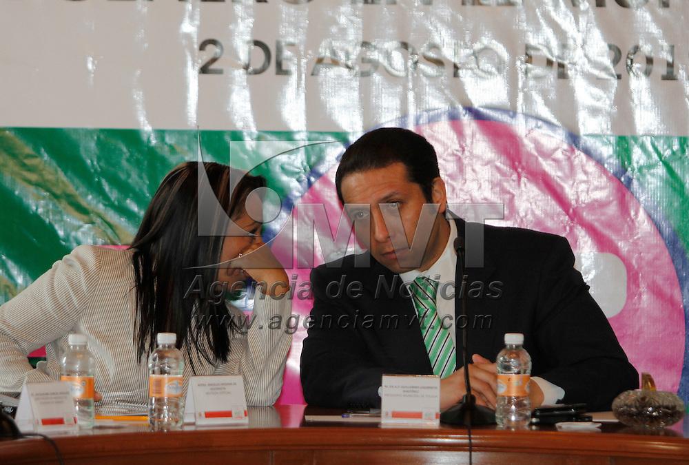 Toluca, México.- Guillermo Legorreta Martínez, alcalde de Toluca tomo protesta al Comité de Trabajo para el Modulo de Equidad de Género del Municipio. Agencia MVT /Crisanta Espinosa