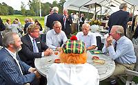 HILVERSUM - Viering 100 jaar Hilversumsche Golfclub met de titel 'Once in a Livetime' was van ieder Nederlandse golfclub een voorzitter of ander bestuurlid uitgenodigd. Er waren 165 deelnemers voor  de wedstrijd. Op hole 14 stond een plastic speelgoedauto voor de hole in one. . Een muziekband liep door de baan.  COPYRIGHT KOEN SUYK