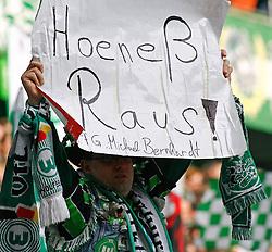 12.03.2010, Volkswagen Arena, Wolfsburg, GER, 1.FBL, VfL Wolfsburg vs 1.FC Nuernberg, im Bild ein Fan fordert Hoeness raus .EXPA Pictures © 2011, PhotoCredit: EXPA/ nph/  Schrader       ****** out of GER / SWE / CRO  / BEL ******