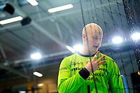 Håndball , Grundigligaen Menn , Eliteserien <br /> 14. Februar 2016  , 20160214<br /> Haslum HK - ØIF Arendal<br /> Svenn Erik Medhus pratet med fotografene bak mål etter et mål sent i første omgang. Han lurte på om vi hadde bilde som viste om ballen var inne, og han trodde det var blitt dømt mål på tre skudd han ikke trodde gikk inn. Derav de tre fingrene. <br /> Foto: Sjur Stølen / Digitalsport
