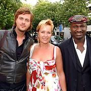 NLD/Hilversum/20050522 - Uitreiking Coiffure awards 2005, Thijs Willekes, Inge Iepenburg en Baba Sylla, directeur orange Babies