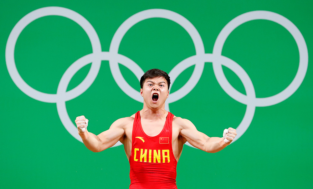 epa05463405 Long Qingquan of China competes during the men's 56kg category of the Rio 2016 Olympic Games Weightlifting events at the Riocentro in Rio de Janeiro, Brazil, 07 August 2016.  EPA/NIC BOTHMA