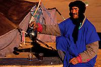 Maroc, Tafilalt, Merzouga et desert de l'Erg Chebbi, ceremonie du the