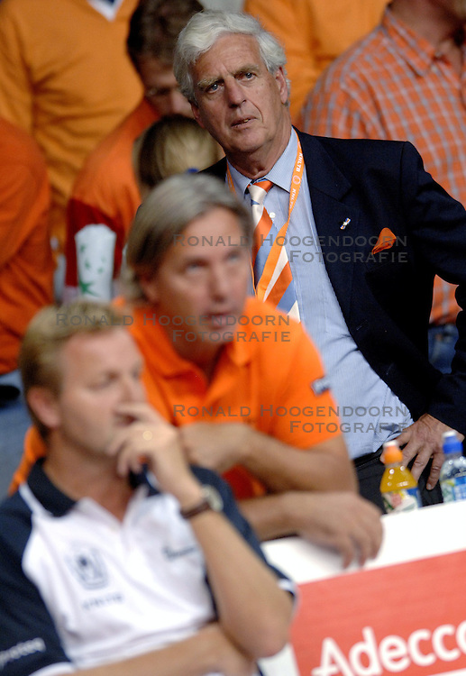 23-09-2006 TENNIS: DAVIS CUP: NEDERLAND - TSJECHIE: LEIDEN <br /> KNLTB voorzitter Klaas Rijpma<br /> ©2006-WWW.FOTOHOOGENDOORN.NL