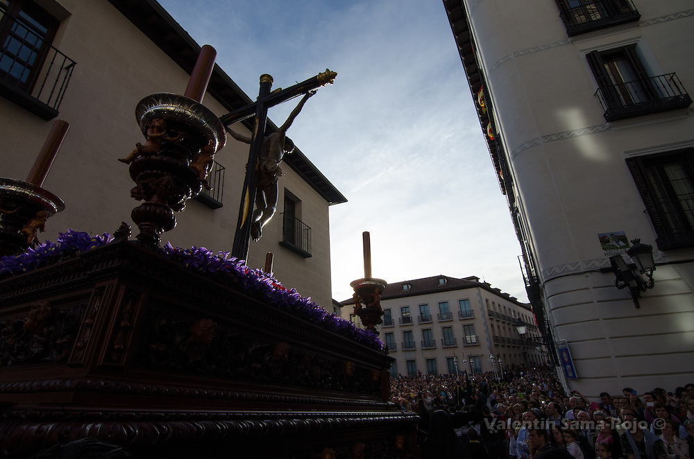 Float of the 'Cristo de la Fe y del Perdon' carried by the brotherhood 'Cofradia de Nazarenos del Santisimo Cristo de la Fe y del Perdon, Maria Santisima Inmaculada, Madre de la Iglesia y Arcangel San Miguel (Los Estudiantes)'.