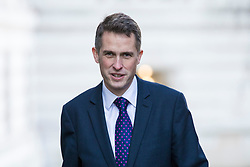 © Licensed to London News Pictures. 18/12/2017. London, UK. Defence Secretary Gavin Williamson arrives on Downing Street for a special Cabinet meeting in which ministers are expected to discuss the Brexit end deal. Photo credit: Rob Pinney/LNP