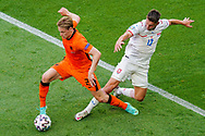 Frenkie de Jong of the Netherlands battles for possession with Lukas Masopust of Czech Republic during the UEFA Euro 2020, Round of 16 football match between Netherlands and Czech Republic on June 27, 2021 at Puskas Arena in Budapest, Hungary - Photo Andre Weening / Orange Pictures / ProSportsImages / DPPI