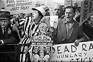 1959.September. While Khrushchev was speaking in the United Nations Building, a crowd was demonstrating in the little park across.<br /> <br /> <br /> 1959. September . Durant le discour de Nikita Khrouchtchev parlait au sein des Nations Unies, une foule de protestataires prirent position dans le petit parc en face ..