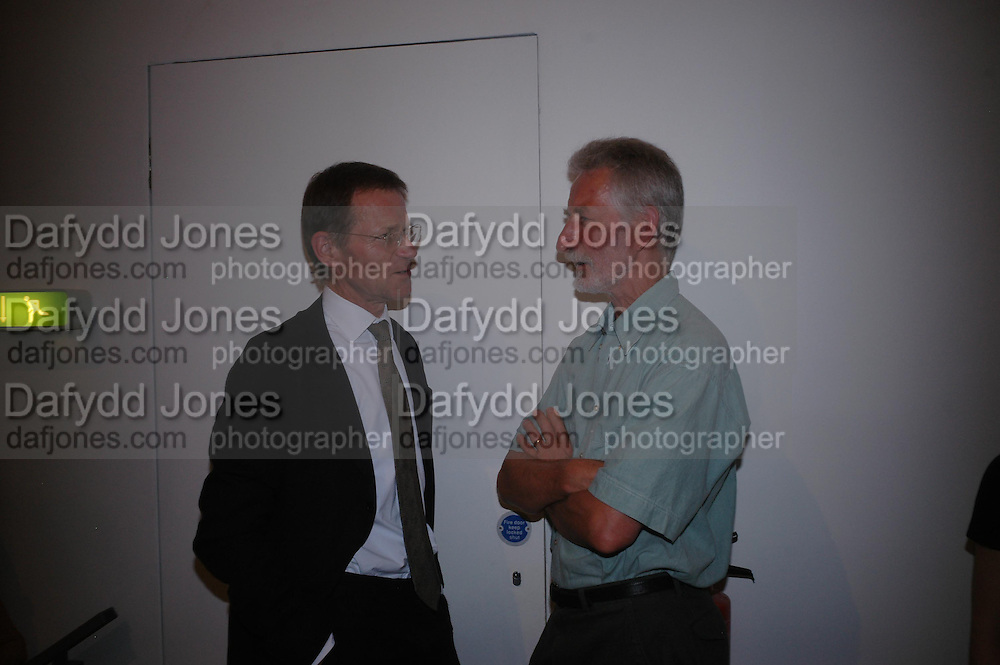 Sir Nicholas Serota and Peter Ibsen. 40th anniversary party. Modern Art Oxford. 14 July 2005. ONE TIME USE ONLY - DO NOT ARCHIVE  © Copyright Photograph by Dafydd Jones 66 Stockwell Park Rd. London SW9 0DA Tel 020 7733 0108 www.dafjones.com