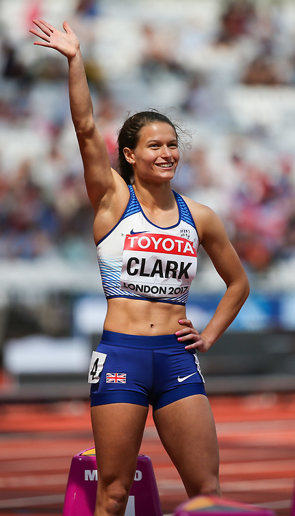 London, 2017 August 06. Great Britain's Zoey Clark waves to the crowd before the start of heat five of the Women's 400m on day three of the IAAF London 2017 world Championships at the London Stadium. © Paul Davey.
