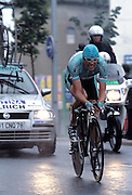 Jan Ullrich powers through the rain in Nantes as he nears the end of the final Time Trial of the 2004 Tour de France.