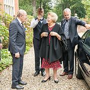 NLD/Hilversum/20180829 -   Prinses Beatrix bij Genootschap van Engelandvaarders, Prinses Beatrix wordt begroet door Rudi Hemmes