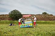 Venditore di granite. Roma, Parco degli Acquedotti 18 maggio 2014.  Christian Mantuano / OneShot