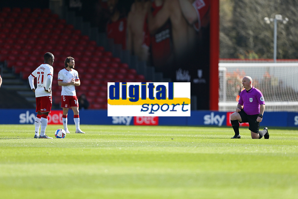 Football - 2020 / 2021 Sky Bet Championship - AFC Bournemouth vs. Middlesbrough - The Vitality Stadium<br /> <br /> Referee Mr Simon Hooper takes a knee as Middlesbrough players stay standing before kick of at the Vitality Stadium (Dean Court) Bournemouth  <br /> <br /> COLORSPORT/SHAUN BOGGUST