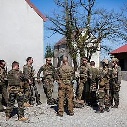 Entraînement au camp du Valdahon des commandos montagne (GCM) de la 27ème Brigade d'Infanterie de Montagne avant leur départ en OPEX dans le cadre du mandat Spartan. Exercices au pas de tir et travail de patrouilles et progression en forêt et au sein du village de combat.<br /> Mars 2019 / Valdahon (25) / FRANCE<br /> Voir le reportage complet (120 photos) https://sandrachenugodefroy.photoshelter.com/gallery/2019-03-Entrainement-de-commandos-montagne-de-27eBIM-Complet/G0000ukymmEvDd40/C0000yuz5WpdBLSQ