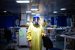 © Licensed to London News Pictures . 11/02/2021. Wythenshawe , UK . Respiratory Specialist Nurse ELLIE WALKER (34) on the ward . Covid positive patients are treated for the effects of Coronavirus in Wythenshawe's Intensive Care Unit . Photo credit : Joel Goodman/LNP