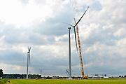 Nederland, Ressen, 30-8-2016 Een van vijf nieuwe windmolens van de coöperatie Windpower Nijmegen. Ze gaan een windpark realiseren in Nijmegen-Noord, langs de snelweg A15. Leden kunnen meebeslissen binnen de coöperatie en investeren in het windpark. Daarnaast kunnen leden 100% groene stroom afnemen. Naar verwachting gaat het windpark energie opleveren voor 8.900 huishoudens. WindpowerNijmegen is een cooperatie, met leden uit Nijmegen en Overbetuwe, maar ook daarbuiten. Een belangrijk doel van de coöperatie is om met zoveel mogelijk leden eigenaar te worden van Windpark Nijmegen-Betuwe. FOTO: FLIP FRANSSEN