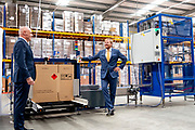 WINSCHOTEN, 24-09-2020, PerkinElmer<br /> <br /> Koning Willem Alexander in Winschoten tijdens de opening van de nieuwe productie- en assemblagelocatie voor coronatestkits van PerkinElmer. Deze Amerikaanse onderneming produceert wereldwijd innovatieve meetapparatuur voor onder meer de medische sector.