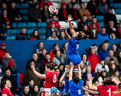 Sara Tounesi of Italy is unable to claim the line out <br /> <br /> Photographer Simon King/Replay Images<br /> <br /> Six Nations Round 1 - Wales Women v Italy Women - Saturday 2nd February 2020 - Cardiff Arms Park - Cardiff<br /> <br /> World Copyright © Replay Images . All rights reserved. info@replayimages.co.uk - http://replayimages.co.uk
