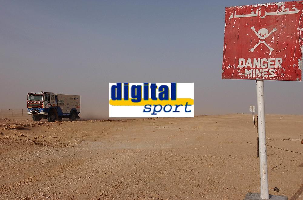Motorsport, Paris - Dakar 2003, Miner, minskilt, advarsel mot miner i Libya/Egypt<br />Foto: Eric Vargiolu, Digitalsport